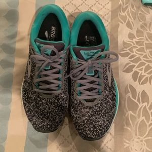 Size 8 Brooks Launch 5 running shoe